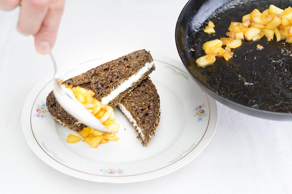 Gewoon-bij-Sjuul-tosti-geitenkaas